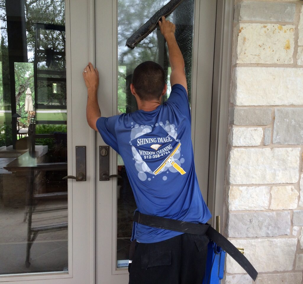 Rob window cleaning
